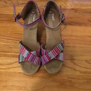 TOMS MULTI COLORED SANDAL WEDGES